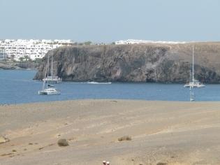 Playa blanca au loin.