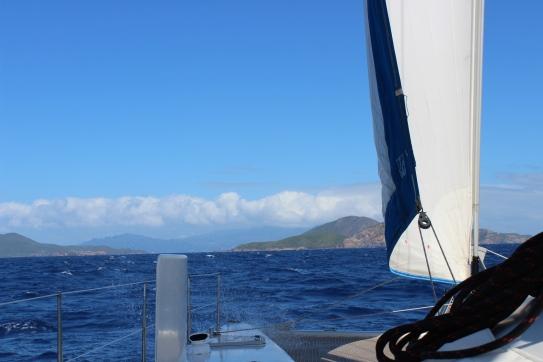 Les Saintes avec la Guadeloupe en arrière plan.