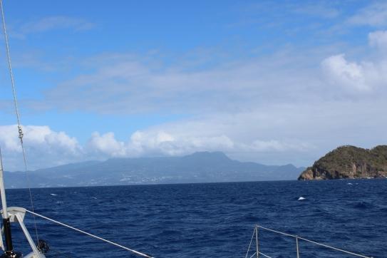 La Guadeloupe au fond.