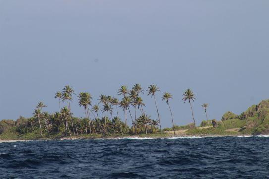 Passage derrière Petit Nevis.