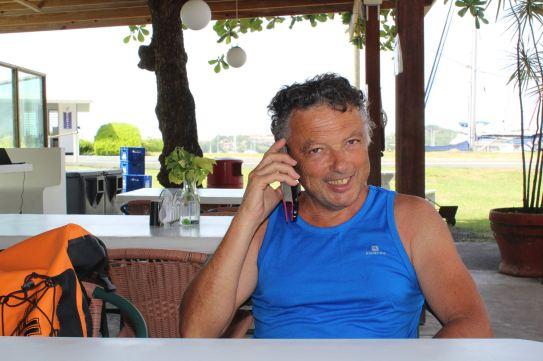 Jean-Roch en pleine conversation avec Domi.