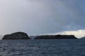 Regardez bien entre les deux îles... Encore un qui a bu trop de rhum !