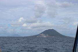 Au premier plan Statia, au loin Saba.
