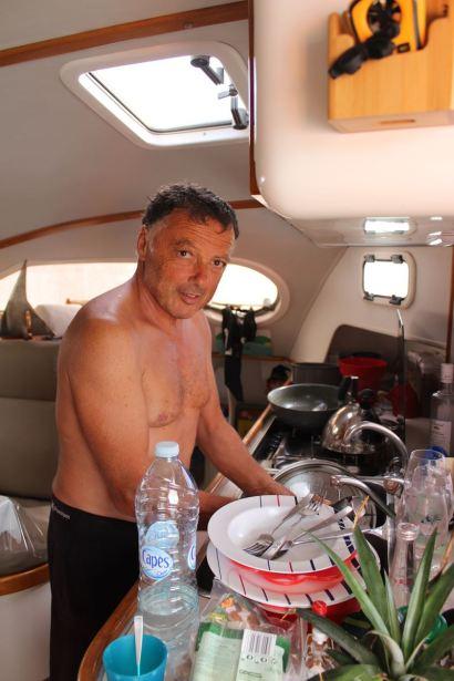Pour la Saint Valentin, le capitaine fait la vaisselle ;-)