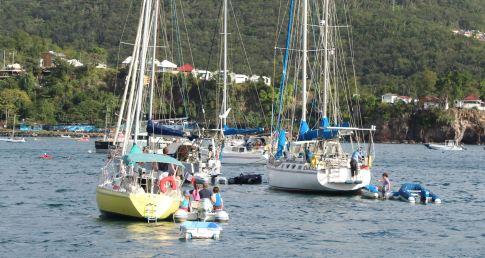 Le bateau qui décroche est à droite.