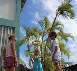 Violette, Lilas et Théo dans Fort Burt Marina.