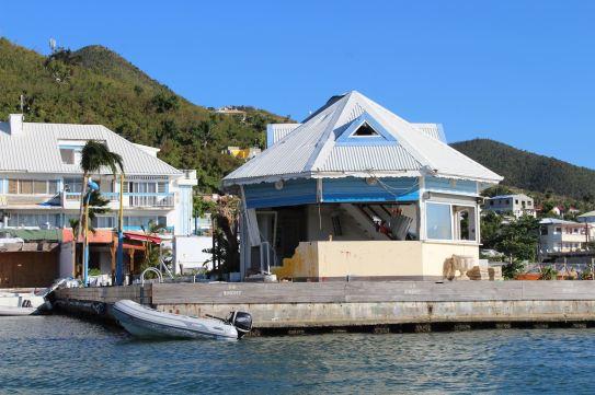 Entrée dans la marina Port la Royale.
