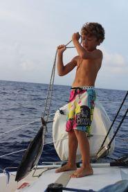 Un pêcheur fière de sa prise ! 63 cm ;-)
