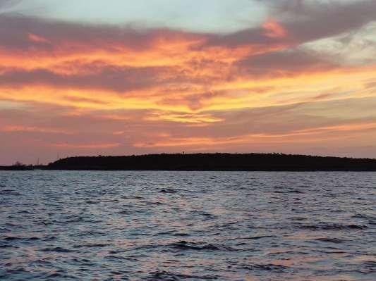 On est dans l'Océan Atlantique, le soleil peut maintenant se coucher ;-)