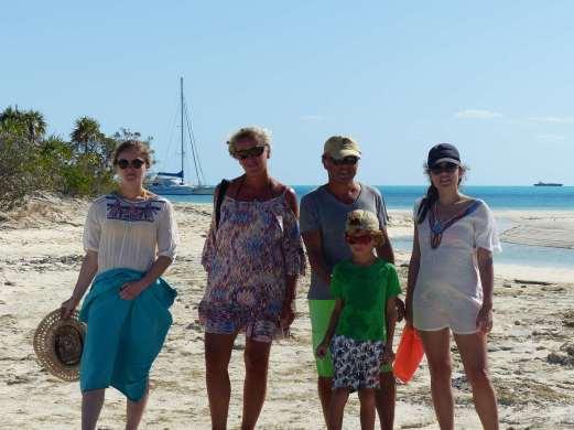 Ça fait plus de cinq mois qu'on attend pour faire cette photo de famille ;-)