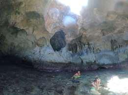 Intérieur de la première grotte.