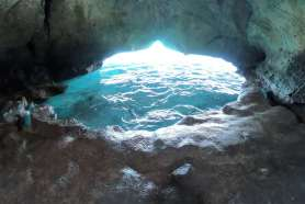 Entrée de la deuxième grotte.