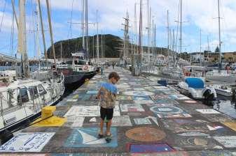 Les pontons de Horta Marina