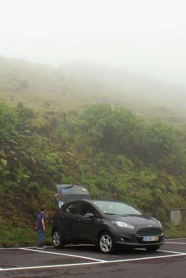 """Arrivée à la """"Caldeira"""" sous le brouillard..."""