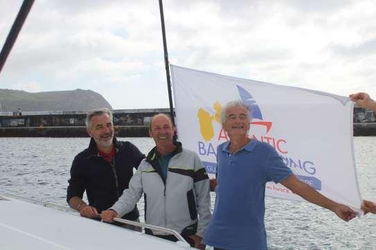 L'équipage prêt pour le départ ! Philippe, Denys et le capitaine, Gilbert.